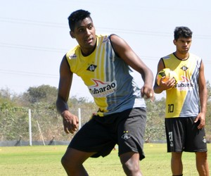 Jonatas Obina atacante do Mixto (Foto: Robson Boamorte)