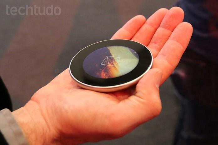 Runcible é uma mistura de smartwatch, smartphone e relógio de bolso (Foto: Isadora Díaz/TechTudo)