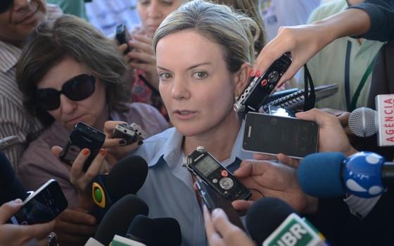 A ministra-chefe da Casa Civil, Gleisi Hoffmann, falou com jornalistas após a reunião. Ela disse que Dilma cobrou resultados dos ministros (Foto: Fabio Rodrigues Pozzebom/ABr)