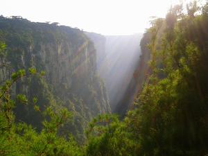Cânions ficam no estado do Rio Grande do Sul e de Santa Catarina (Foto: Spry Video/Divulgação)