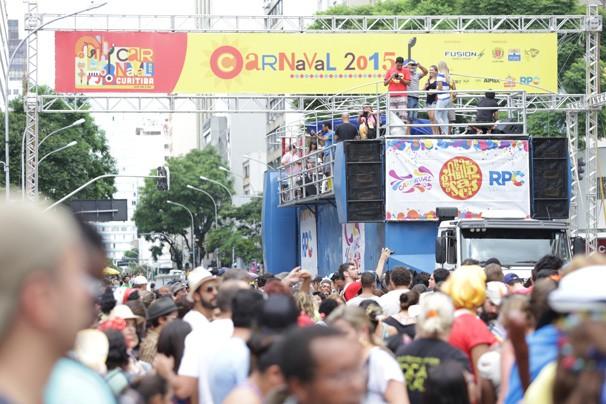 Garibaldis e Sacis agitaram o último domingo de Pré-Carnaval (Foto: Luiz Renato Correa/RPC)