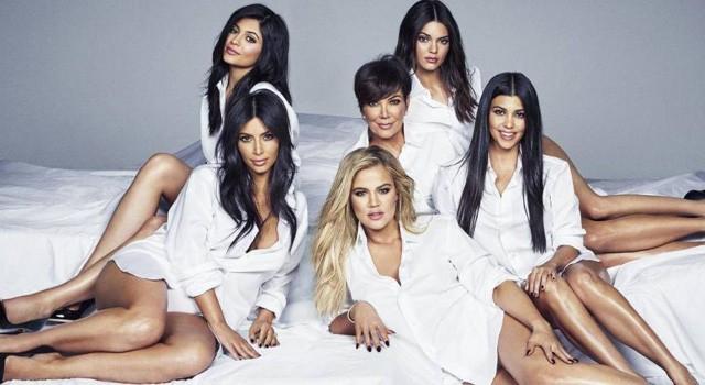 Kris Jenner com as filhas Kim, Kylie, Kendall, Kourney e Khloé (Foto: Reprodução)
