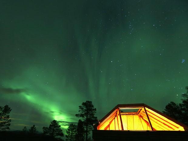 Barraca em acampamento para ver a aurora na Noruega (Foto: Yannis Behrakis/Reuters)