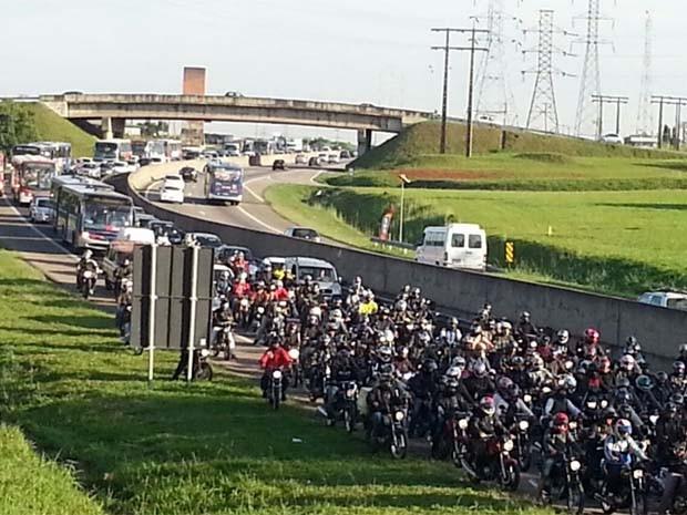 Trânsito na Campinas-Monte Mor ficou congestionado por cerca de 7 km (Foto: Diego Vilanova / Apeoesp)