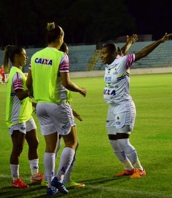 Pelé jogadora São José x América-MG futebol feminino (Foto: Danilo Sardinha/GloboEsporte.com)