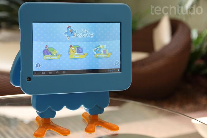 Tela do tablet Galinha Pintadinha pode ser girada em 90 graus (Foto: Luciana Maline/TechTudo)