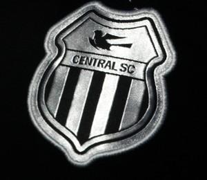 escudo central (Foto: André Ráguine / GloboEsporte.com)