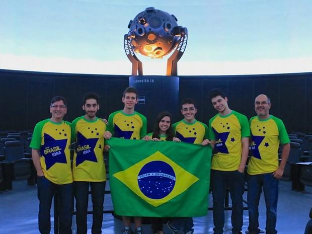 Carolina Guimarães, 19 anos, representando o Brasil em Olimpíadas de Astronomia (Foto: Foto: Arquivo pessoal )