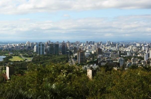 Morro Santa Tereza tem um mirante para observar a cidade  (Foto: Eduardo Deconto/G1)
