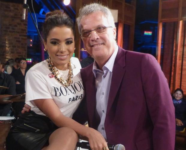 Anitta e Pedro Bial se divertem juntos (Foto: Na Moral / TV Globo)