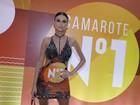 Thaila Ayala transforma camisa em vestido e ganha elogios na web