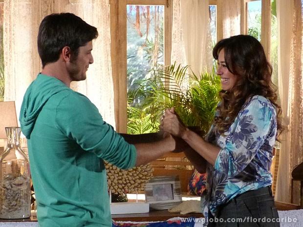 Natália conta a Juliano que ele pode estar esperando um filho dele (Foto: Flor do Caribe / TV Globo)