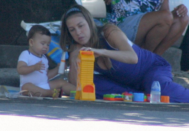Luana Piovani e Dom (Foto: JC Pereira/ Foto Rio News)