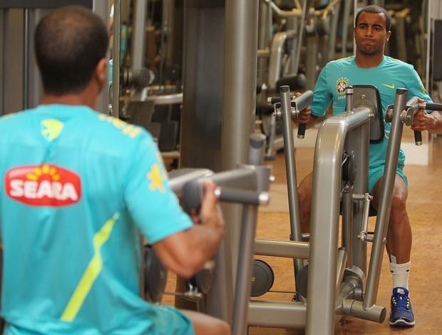Lucas treino Seleção (Foto: Divulgação / CBF)