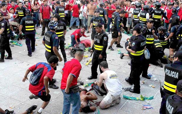 confusão torcida Costa Rica (Foto: Reuters)