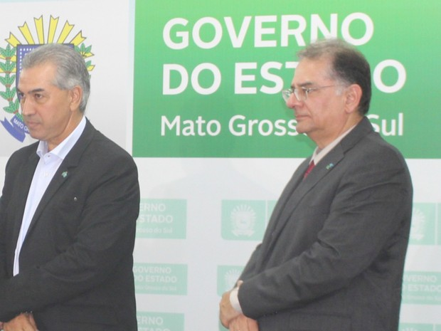 Azambuja e secretário de Saúde de MS durante visita de Marcelo Castro (Foto: Juliene Katayama/G1 MS)