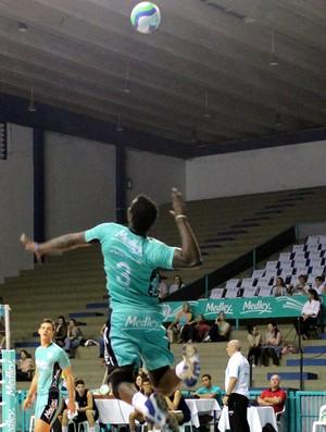 Campinas vence o Atibaia por 3 sets a 0, pelo Campeonato Paulista de vôlei masculino (Foto: Pedro Ambar / Divulgação Medley)