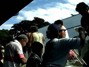 Na comemoração o aniversário de Chico Xavier foram distribuídos alimentos. (Foto: Reprodução/ Tv Integração)