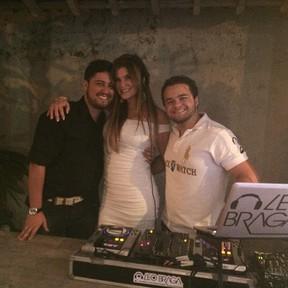 Cristiana Oliveira com amigos em sua festa de aniversário no Rio (Foto: Instagram/ Reprodução)