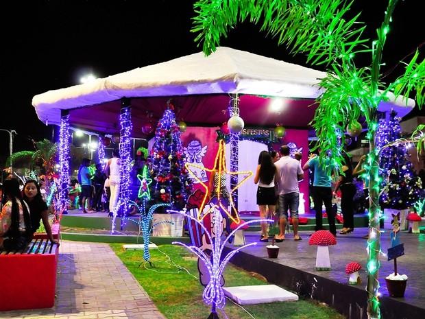 Decoração natalina de Cruzeiro do Sul foi inaugurada no último dia 14 (Foto: Ismael Medeiro / Prefeitura)