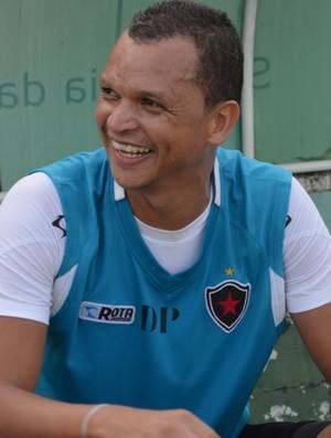 Warley, treino do Botafogo no estádio Almeidão (Foto: Amauri Aquino / GloboEsporte.com/pb)