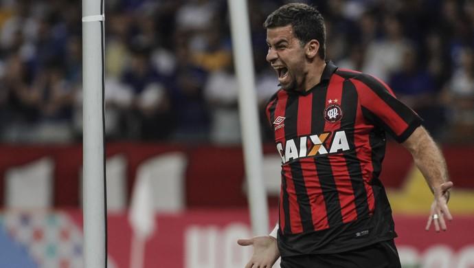André Lima; Cruzeiro x Atlético-PR (Foto: Estadão Conteúdo)