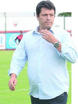 Adilson Batista, técnico do Atlético-GO (Foto: Diomício Gomes/O Popular)