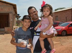 Ednaldo e os filhos (Foto: Renato Pereira)