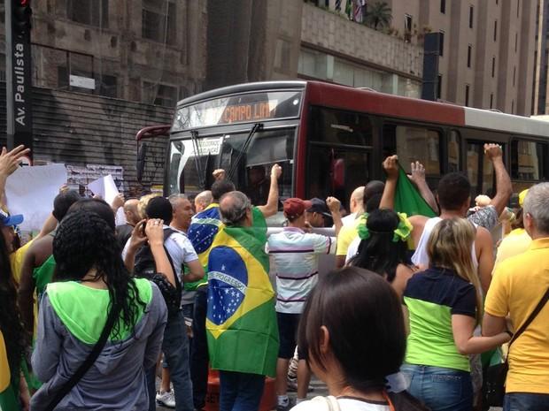SÃO PAULO: Manifestantes protestam na Avenida Paulista (Foto: Gabriela Gonçalves/G1)