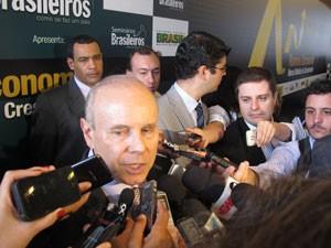 Ministro Mantega participou de evento em São Paulo, nesta sexta-feira (12) (Foto: Fabíola Glenia/G1)