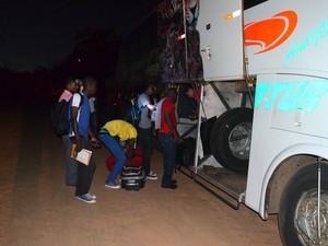 Novo grupo de imigrantes embarcou para estados do Centro-Oeste e Sul do Brasil, nesta sexta-feira (22) (Foto: Yuri Marcel/G1)