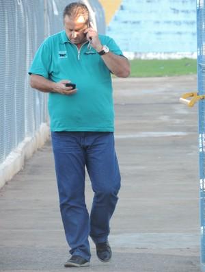 Carlos Espinoza presidente Osvaldo Cruz (Foto: Ronaldo Nascimento / GloboEsporte.com)