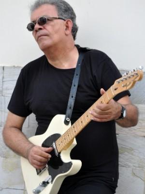 Para o guitarrista, respeito e valorização própria são elementos chave para se ter uma carreira duradoura (Foto: Laryne Nascimento/Divulgação)