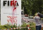 Grupo protesta na sede da Fifa em Zurique ( AFP Photo/Michael Buholzer)