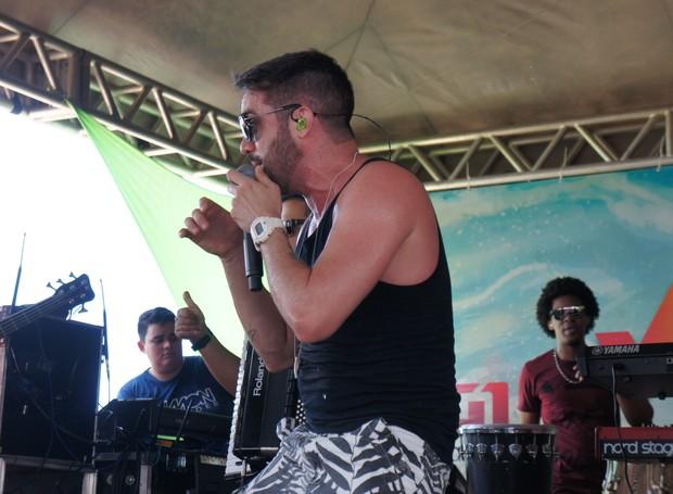 Paraibano cantou  grandes sucessos e também músicas que estão nas paradas de sucesso (Foto: Daniel Sousa/TV Cabo Branco)