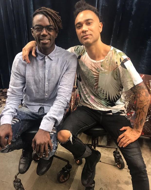 Jonathan Azevedo e o cabeleireiro Marcos Baroni (Foto: Divulgação)