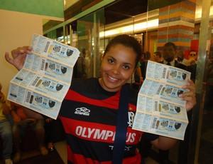 torcedora ingressos Santos x Flamengo (Foto: Fabrício Marques)