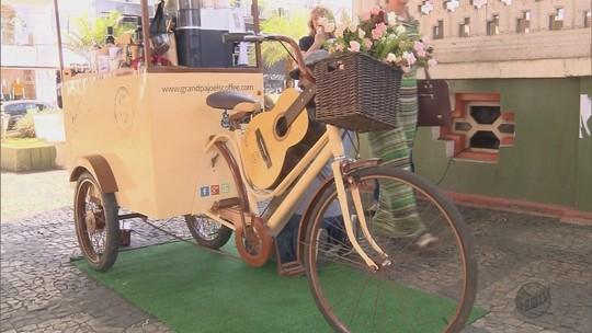 Comerciantes inovam com café em bicicleta e padaria a céu aberto em MG