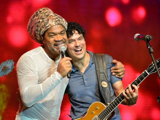 Carlinhos Brown e Jorge Vercillo em show em Salvador, na Bahia (Foto: Felipe Souto Maior/ Ag. News)