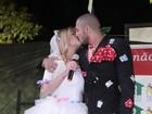 Ex-BBBs Fernando e Aline viram noivos em festa junina beneficente