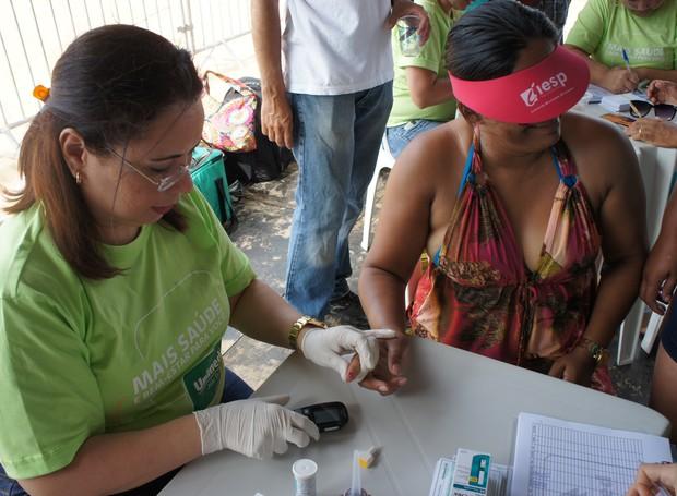 População teve acesso a testes de glicemia, aferição de pressão arterial e consulta ao IMC (Foto: Daniel Sousa/TV Cabo Branco)