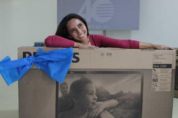 Vencedores do concurso ganharam uma Tv de 40 polegadas (Foto: Katylenin França)