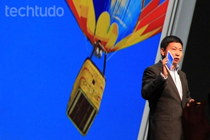 Richard Yu, CEO da Huawei, apresenta o tablet/smartphone MediaPad X1 (Foto: Isadora Díaz/TechTudo)