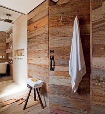 Porta de madeira rústica (Foto: Edu Castello)