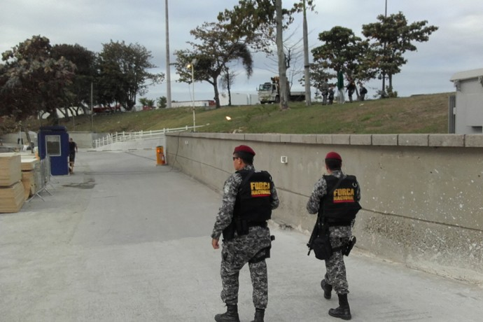 Agentes Força Nacional Marina da Glória vela (Foto: Leonardo Filipo)