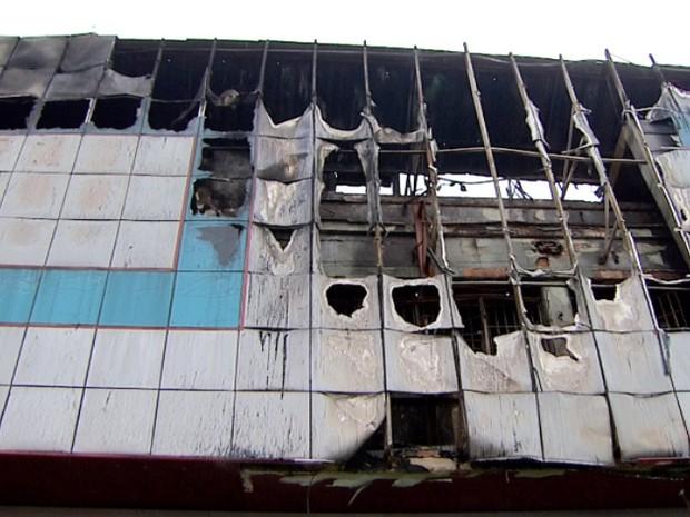 3852d3b73 Incêndio atinge loja de calçados no Centro de Campinas (Foto:  Reprodução/EPTV)