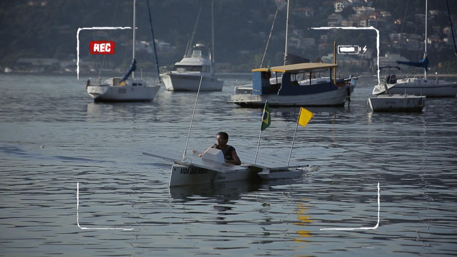 No Rio de Janeiro, escola técnica estadual desenvolveu barco movido à energia solar (Foto: Globo)