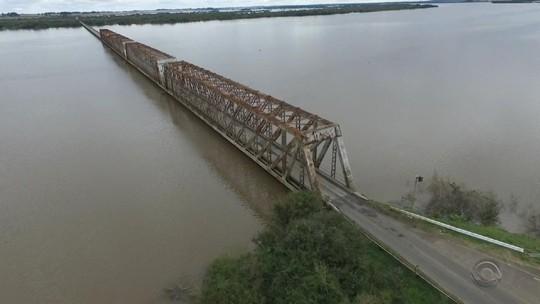 Ponte que liga Uruguaiana a Itaqui é liberada depois de 13 dias interditada por causa da chuva