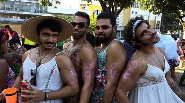 Caio Castro faz a festa de foliões no Rio (Foto: Instagram / Reprodução)