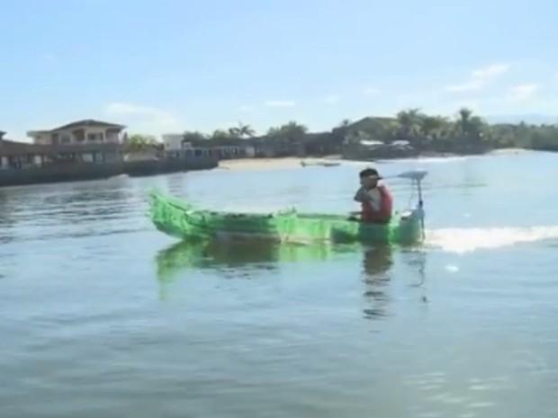 Barco movido à energia solar (Foto: Reprodução/RBS TV)